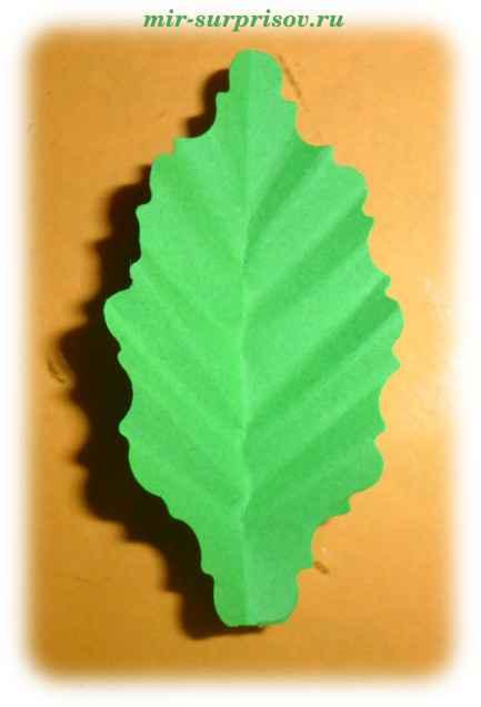 Листья деревьев из бумаги